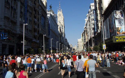 Gran Via, Madrid - private cars will be banned to reduce air pollution